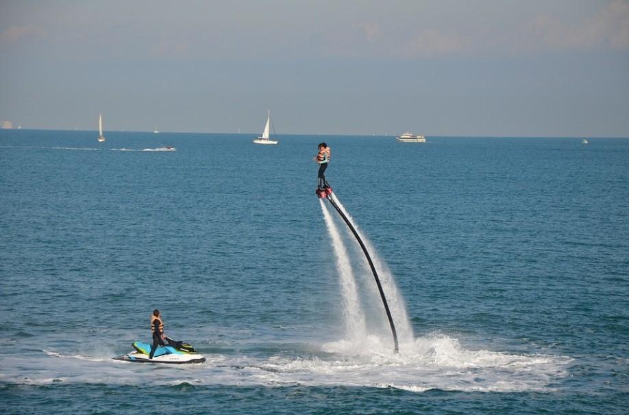 ฟลายบอร์ด (Flyboard) กีฬาทางน้ำแนวใหม่ ที่ต้องลองมาสัมผัสความท้าทายสักครั้ง
